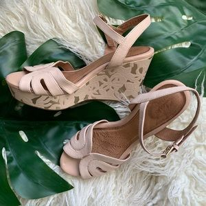 Clarks Nude and Gold Patterned Leather Wedges 8.5